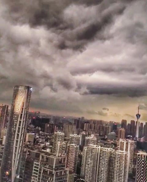Storms in #chengdu 🌪@gloriazrm